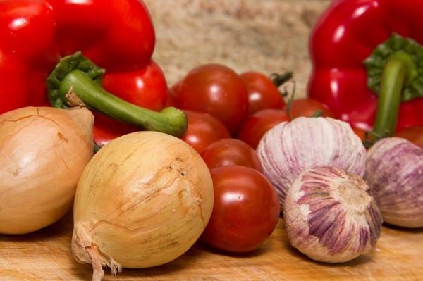 лук, чеснок, помидор