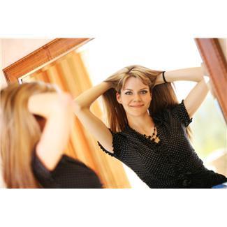 Густота волос зависит главным образом от толщины кожного слоя, покрывающего голову, в котором расположены луковицы волос. При тонком Фото 1